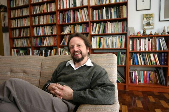 Cristovão Tezza em sua casa | Foto: Guilherme Pupo