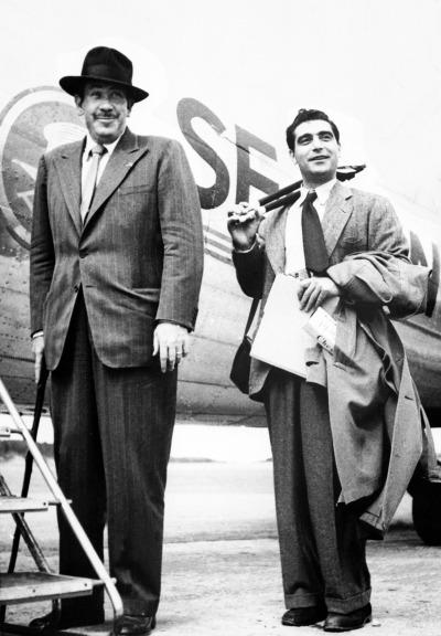 """John Steinbeck e Robert Capa embarcam na viagem que originou """"Um Diário Russo""""   Keystone France"""