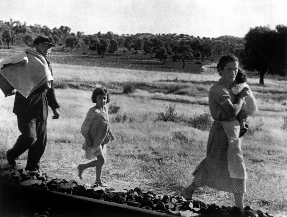 Civis fogem da região da Andaluzia em 1936   Robert Capa