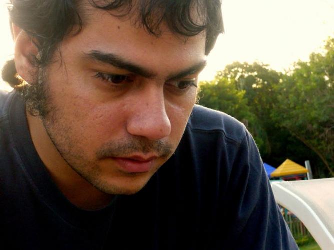 O escritor boliviano Maximiliano Barrientos