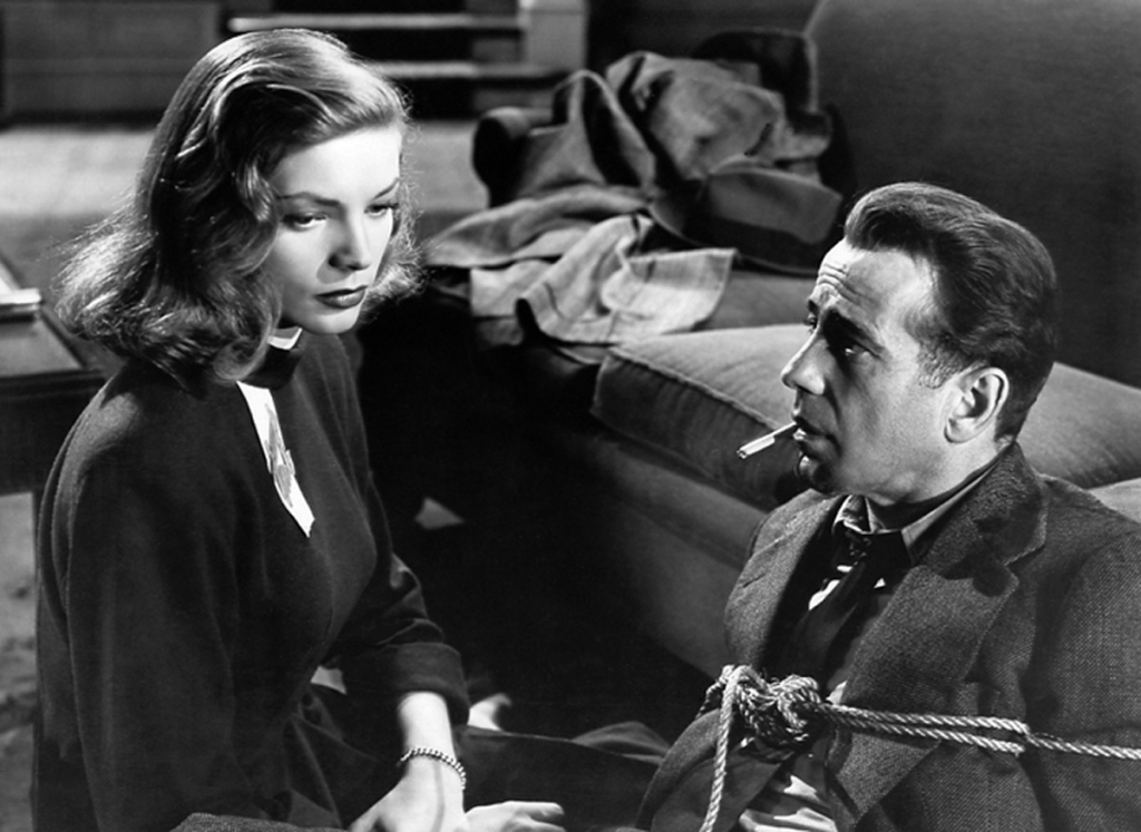 """Humphrey Bogart e Lauren Bacall em cena de """"À Beira do Abismo"""""""