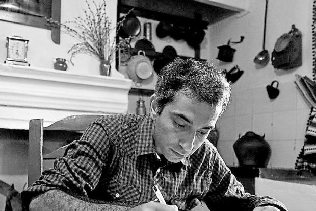 O poeta persa Mohsen Emadi | Foto: Icorn/Divulgação