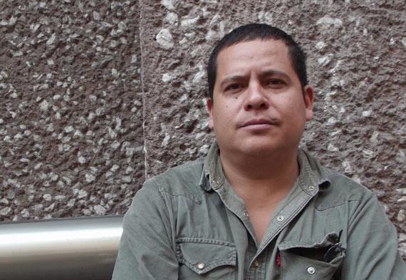 O escritor mexicano Julián Herbert