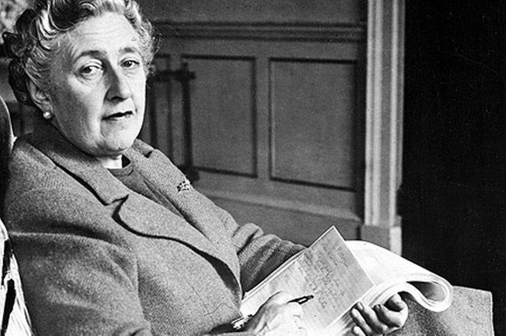 A escritora Agatha Christie, listada no almanaque e uma das leituras preferidas de Ana Paula Lauxx