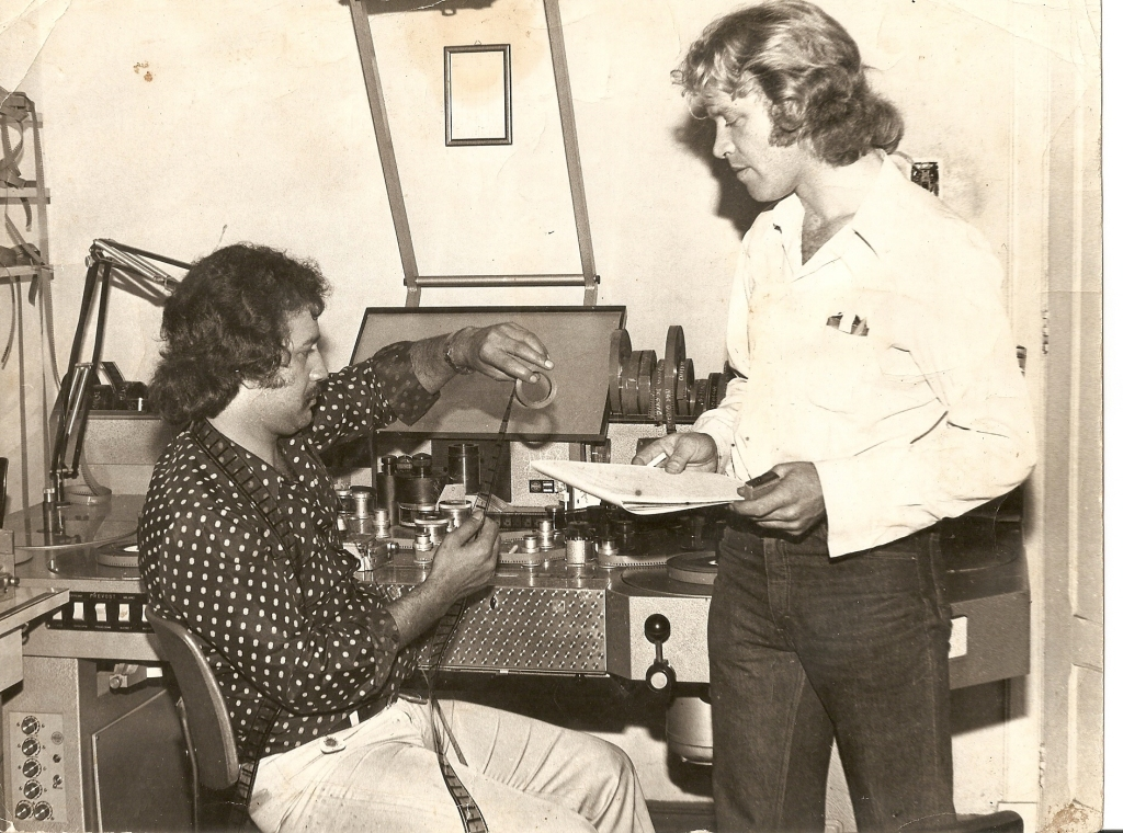 Walter Wanny (esquerda) e diretor Jean Garrett, durante montagem | Foto: Acervo pessoal de Walter Pedro da Silva