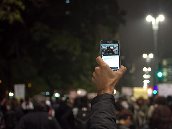 Jornalista ninja na cobertura dos protestos de junho de 2013   Foto: Camila Picolo