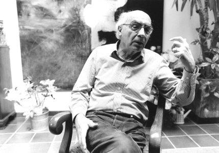 """José Saramago em cena do documentário """"Janela da Alma"""""""