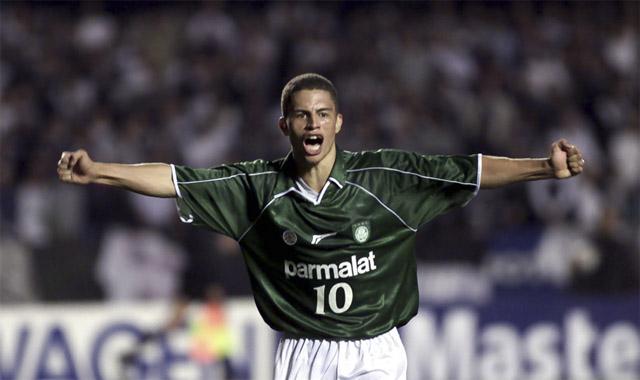 Alex na época em que defendeu o Palmeiras e foi fundamental na conquista da Libertadores de 1999