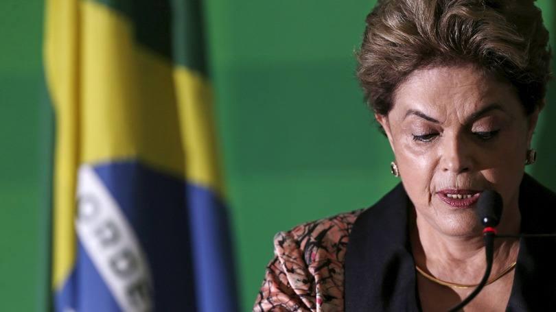 A ex-presidente Dilma Rousseff lê discurso após anúncio do Senado | Foto: Exame/Ueslei Marcelino/Reuters
