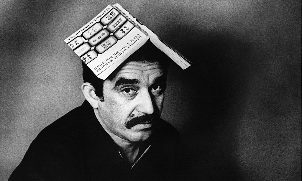 """Gabriel García Márquez e o exemplar da primeira edição de """"Cem Anos de Solidão"""""""